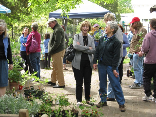 Carolyn Rapp & Judy Funderburk chatting at the Glencarly Library Community Garden.